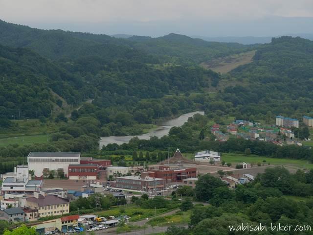 ズリ山展望広場から見る空知川