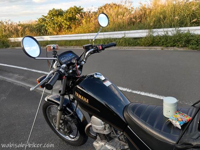 オートバイと三脚とミニスープジャー