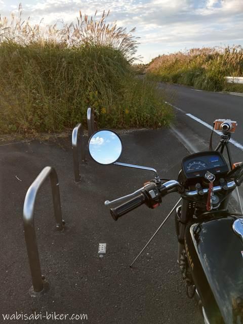 車止めとオートバイ