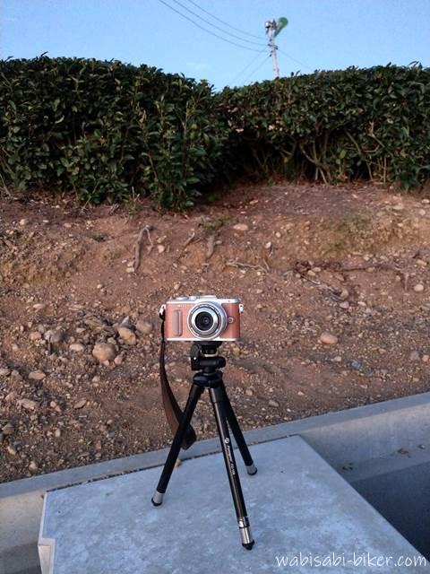 小型三脚 FZ-158とミラーレスカメラ