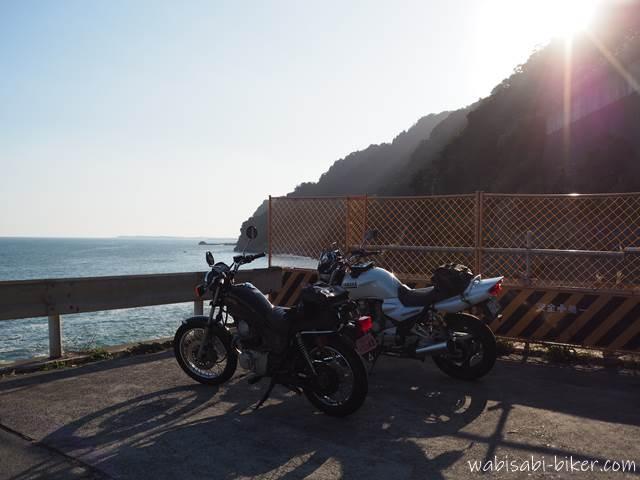 大崩海岸の駐車場とオートバイ
