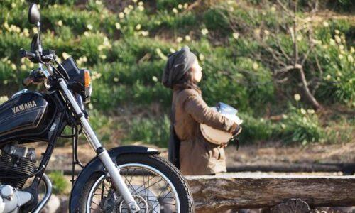 バイクと水仙 セルフポートレート