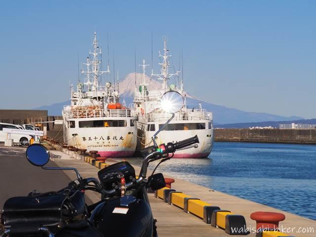 船と富士山とオートバイ