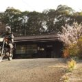 無人駅を背景にしたバイク走行写真に挑戦!