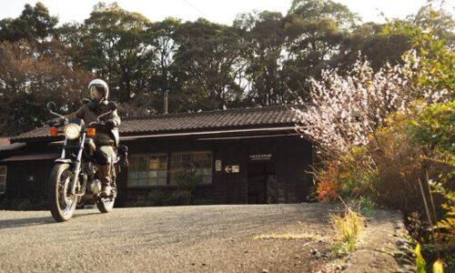 川根温泉笹間渡駅とオートバイ 自撮り