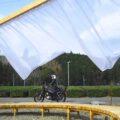 屋外アートとバイク写真撮影☆無人駅の芸術祭:ちゃばらのカーテン