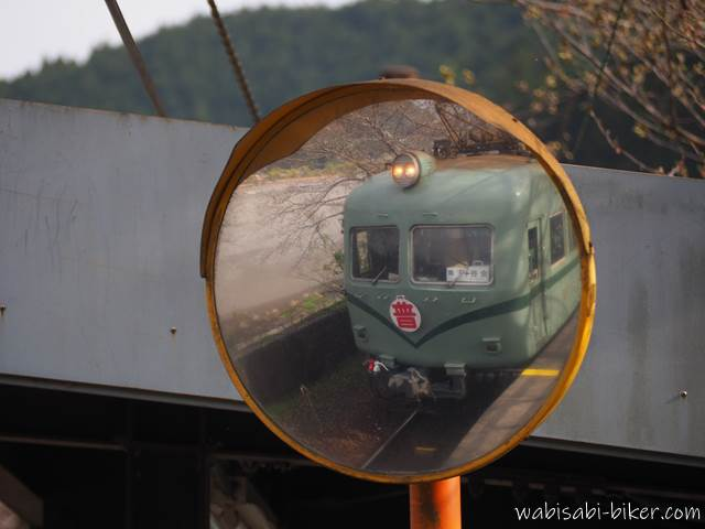 大井川鐵道 ミラーに写った普通電車