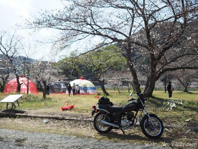 オートバイと無人駅の芸術祭
