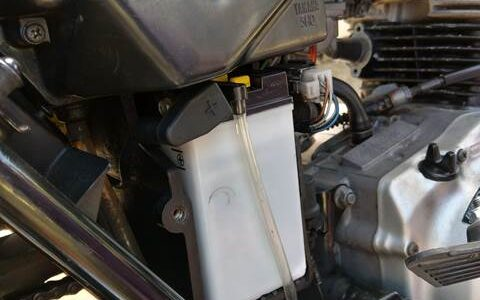 YAMAHA SR125のバッテリー