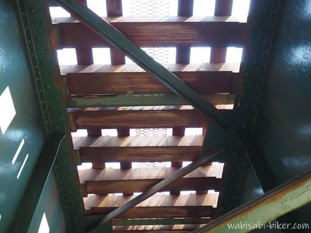 下から見る橋梁
