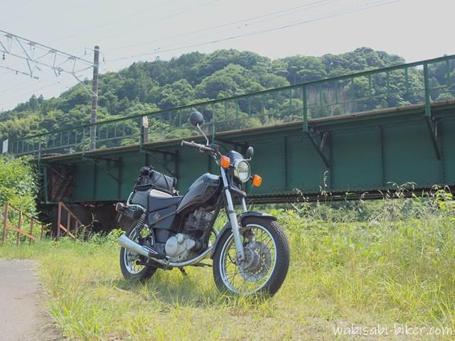 オートバイと橋梁