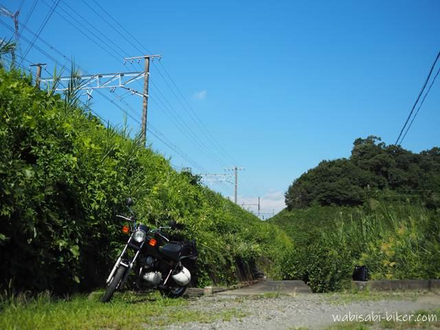 オートバイと架線