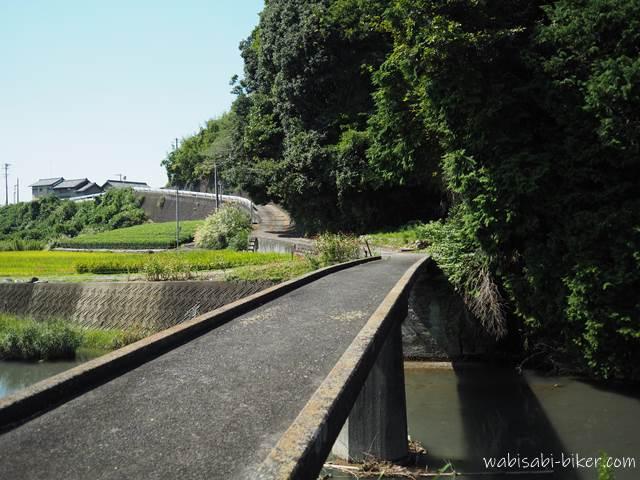 倉沢川橋梁近くの橋